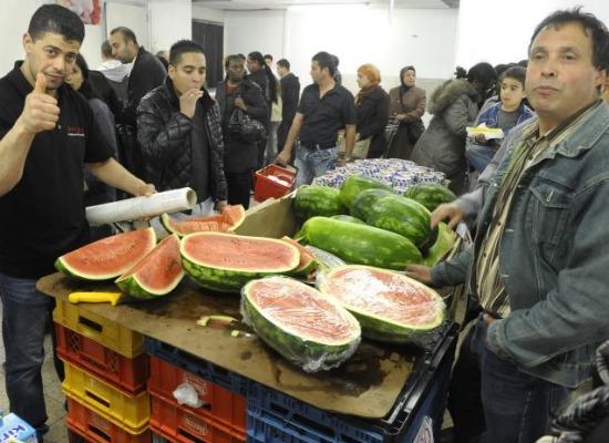 Watermeloenen gaan bij Tanger per kilo. Tijdens het bezoek van Distrifood was de kiloprijs 89 cent.