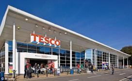 Tesco aangeklaagd voor te laag loon vrouwen