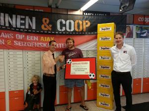Coop geeft seizoenkaarten Ajax weg