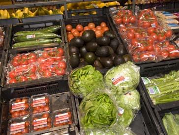 Lege groenteschappen door slecht weer