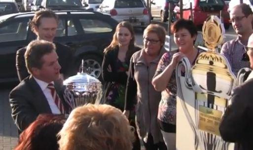 Video: emotionele Leo Linders spreekt personeel toe
