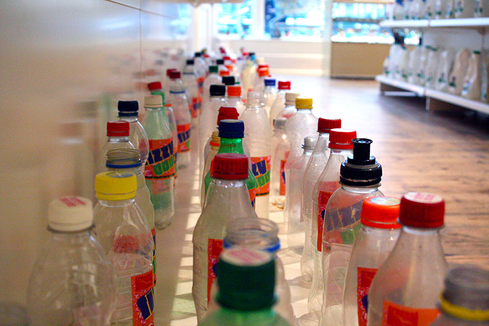 Supers beloven terugdringen van plastic