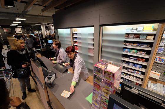 Ministeries bestuderen blanco sigarettenpakjes