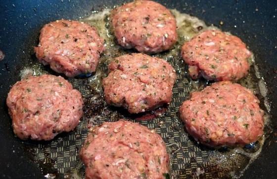 Varkens in Nood klaagt website Vlees.nl aan