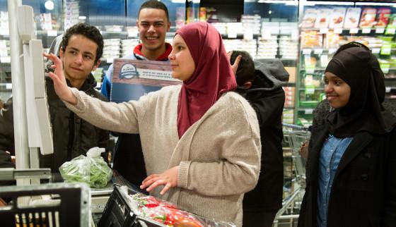 AH levert eerste supermarktcoaches af