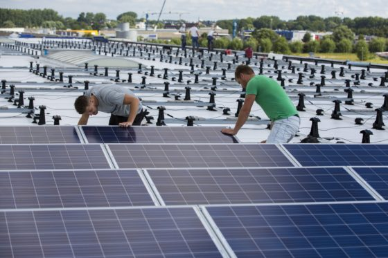 Plus Van Engelen plaatst 1630 zonnepanelen