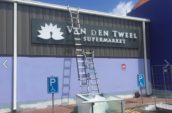 Van den Tweel verkoopt supers Curaçao