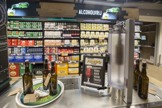 Een andere vernieuwing in de winkel. Versgetapt bier voor thuis. Ook in samenwerking met Grolsch en slechts af en toe in actie. Foto: Koos Groenewold.