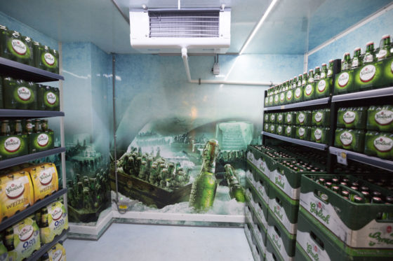 De blikvanger van de winkel. De ijskelder die door de broers Leussink in samenwerking met Grolsch is ontwikkeld. Het feitelijk een gekoelde inloopruimte waar de kratten bier alvast koud staan.