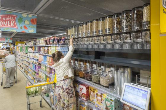 Bewust is gekozen om bij ontbijtgranen reguliere varianten te verkopen en niet biologisch. Foto: Koos Groenewold