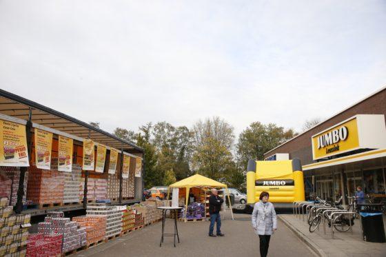 Aalten, Jumbo Leussink verkoop af LKW vrachtwagen trailer gericht op Duitste klanten. fotografie Hans Prinsen