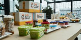 Kinderen stellen Jumbo's Koningsontbijt samen