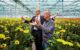 03 de eerste jumbo bloem wordt geplukt door frits van eerd ceo van jumbo en willem batist voorzitter van colours of nature 80x50