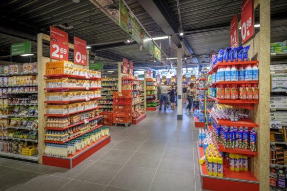 Foto: Roel Dijkstra / Joep van der Pal   Dordrecht - Plus Pel 't Lam Dubbeldam is weer open na een verbouwing van 3 weken