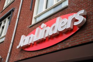 Jan Linders opent 61e supermarkt in Bunde