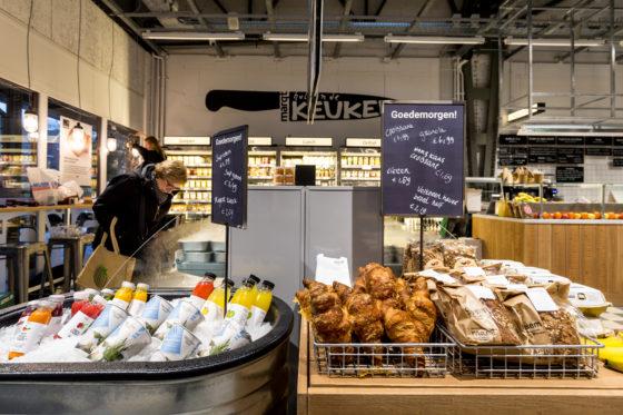 AMSTERDAM, 6 december 2018; Nieuw concept Marqt Oostelijke Handelskade. Wisselmeubels op basis van tijd op de dag. © SEBASTIAAN ROZENDAAL