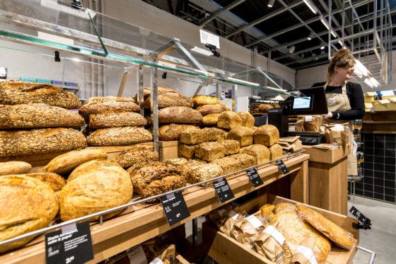 AMSTERDAM, 6 december 2018; Nieuw concept Marqt Oostelijke Handelskade. Brood afdeling © SEBASTIAAN ROZENDAAL