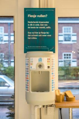 AMSTERDAM, 6 december 2018; Nieuw concept Marqt Oostelijke Handelskade. Tappunt gratis water. © SEBASTIAAN ROZENDAAL