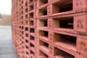 De Faber Halbertsma Group biedt in Europa drie geïntegreerde, full-service poolingdiensten (IPP, PAKi en PRS), en verzorgt de productie van houten pallets en kisten.