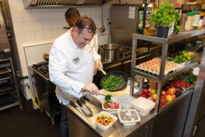 AH opent eerste keuken voor bezorgmaaltijden