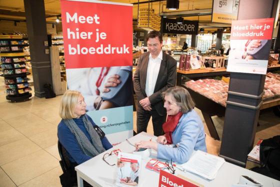 SSK-supers en Hartstichting meten bloeddruk