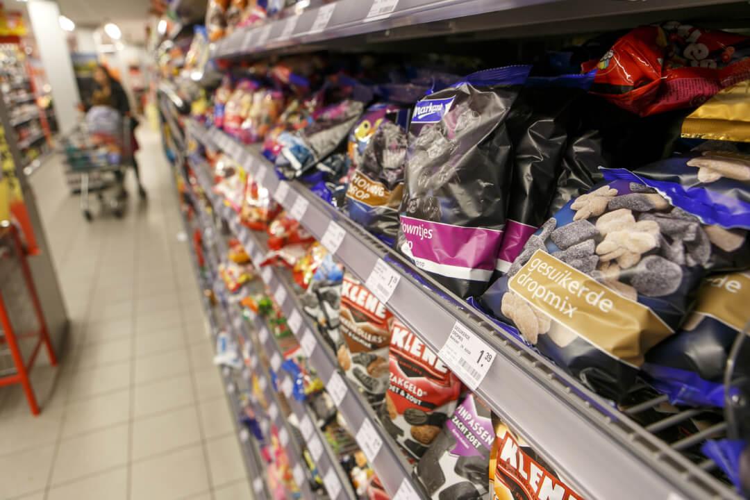 Nederlanders kopen minder drop, kauwgom en seizoensproducten