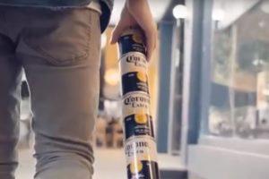 Corona-klant stapelt blikken met schroefdop