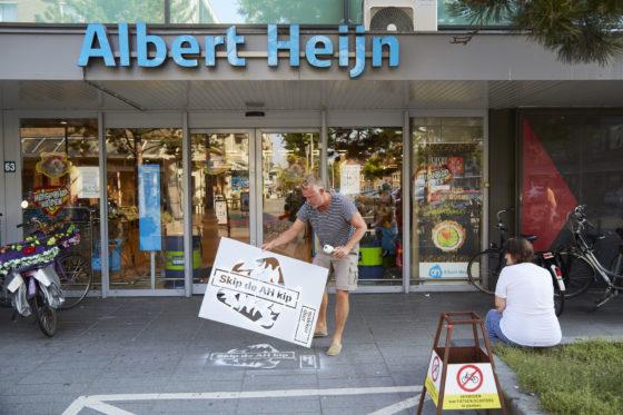 Wakker Dier tart Albert Heijn met graffiti