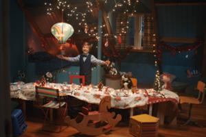AH zet in kerstcommercial Tommy centraal